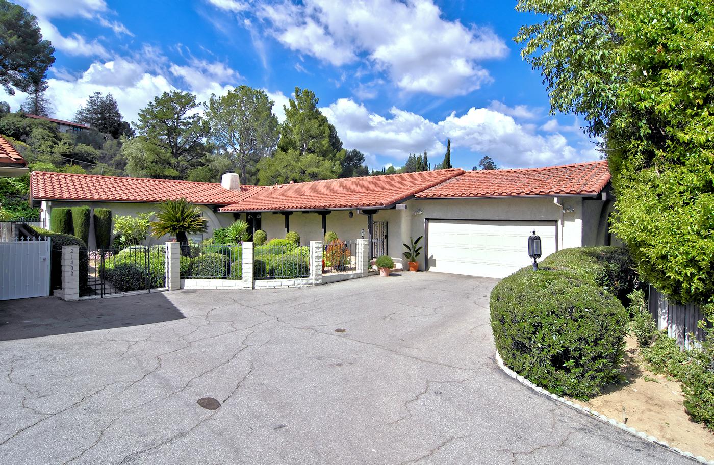 21400 Mulholland Dr Woodland Hills, CA 91364