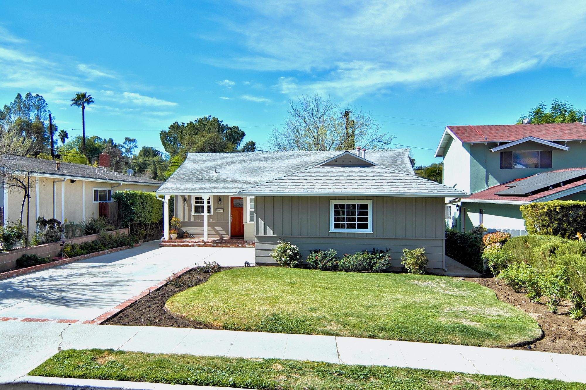 4733 Don Pio Dr, Woodland Hills, CA 91364